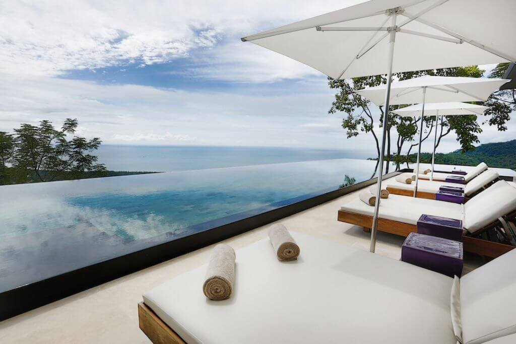Infinity Pool mit Aussicht   Foto: Kurà Design Villas