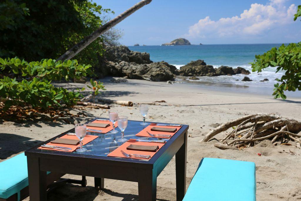 Lunch am Pazifik   Foto: Hotel Arenas del Mar Beachfront & Rainforest Resort