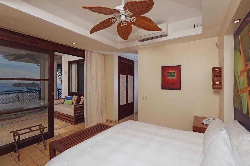 Zimmer mit Terrasse  Foto: Hotel Arenas del Mar Beachfront & Rainforest Resort