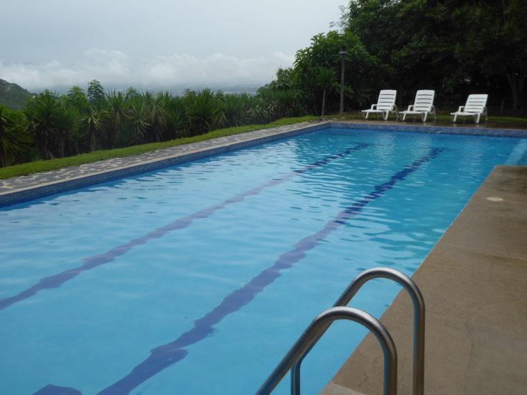 Pool mit Aussicht Foto: Rainer Bölle